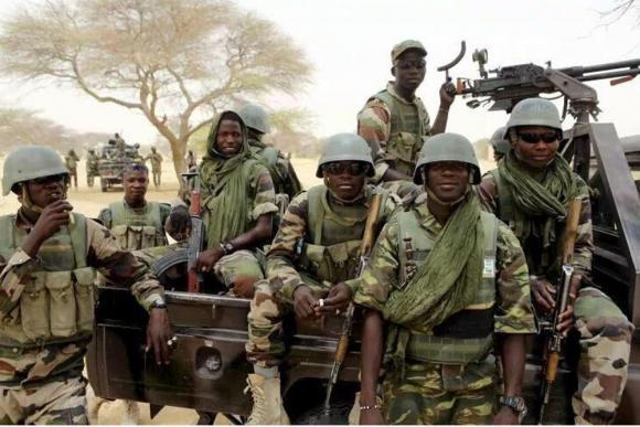 Nigerian soldiers battle Boko Haram in Damasak