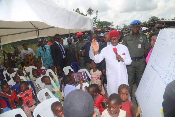 Okowa conversing with a child who is taking shelter at the flood holding camp